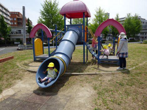2歳児クラスお散歩